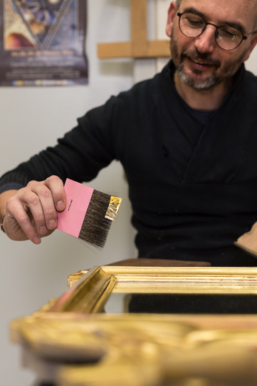 Pose de feuille d'or