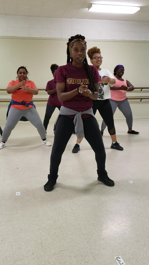 One of our amazing asistants/dancers instructing away