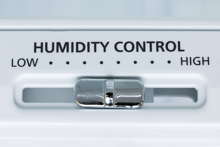 A control of humidity in the fridge, clo