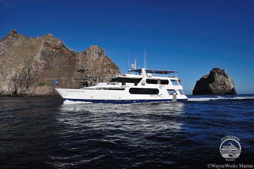 galapagos-yacht29w857h570crwidth857crhei