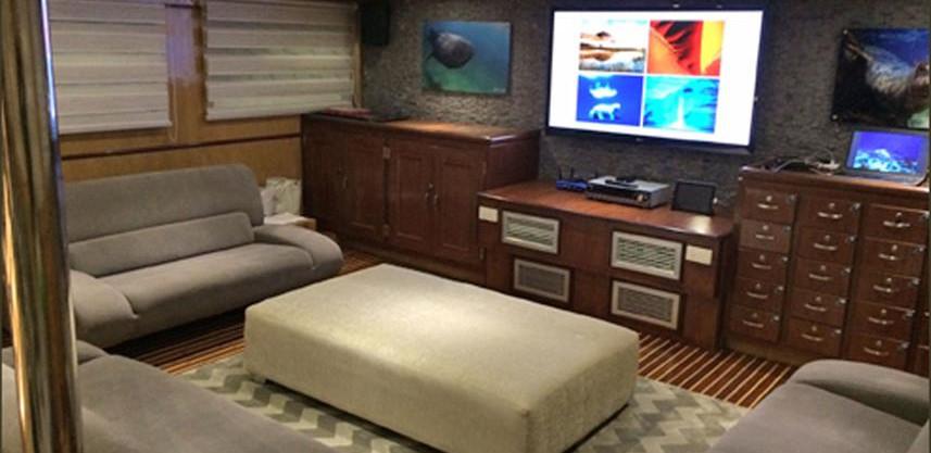 loungew857h570crwidth857crheight570.jpg