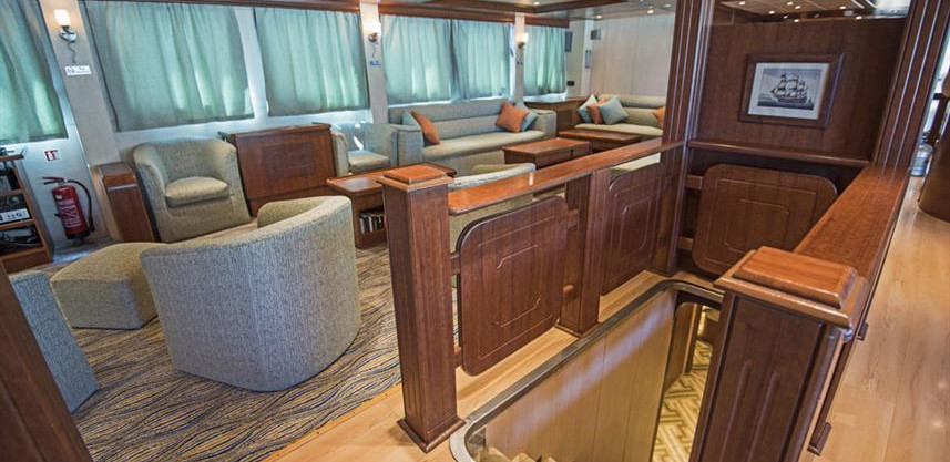 lower-deck-cabin-entrancew857h570crwidth