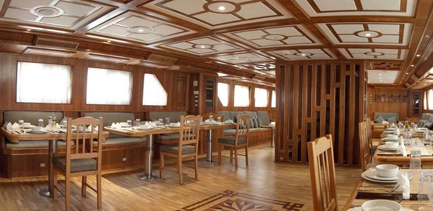 3felo-restaurant-panorama-300w857h570crw