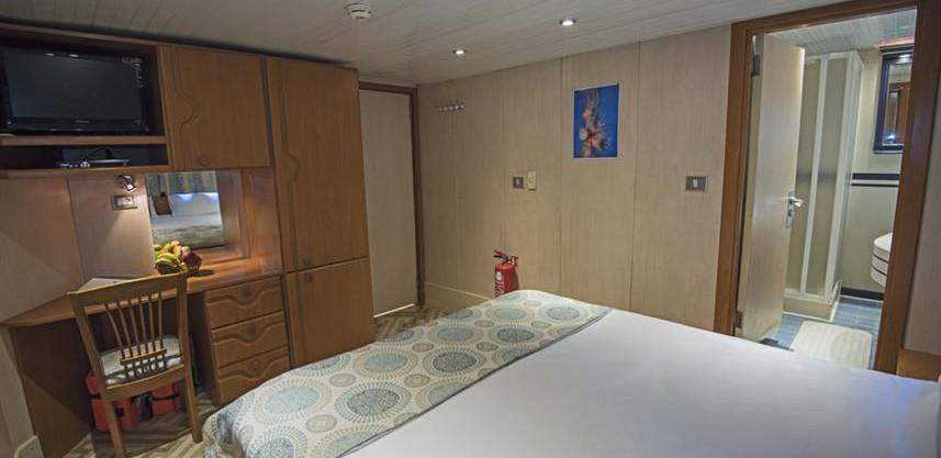 main-deck-dbl-bed-cabin-w857h570crwidth8