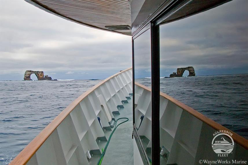 galapagos-yacht9w857h570crwidth857crheig