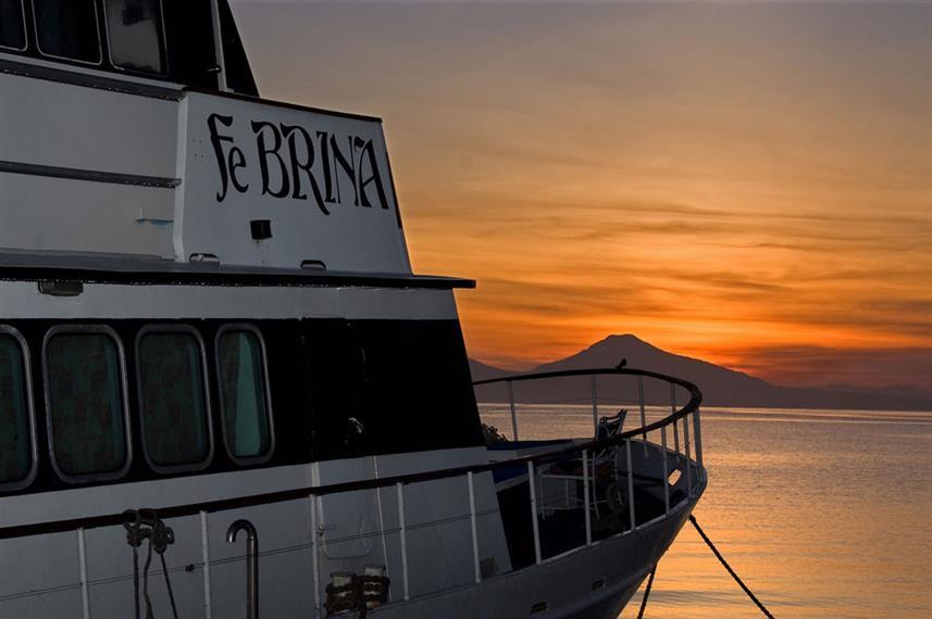 febrina-liveaboard-sunsetw857h570crwidth