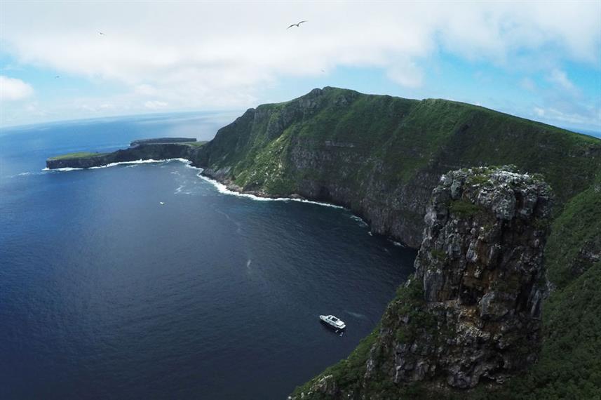 galapagos_island-2w857h570crwidth857crhe