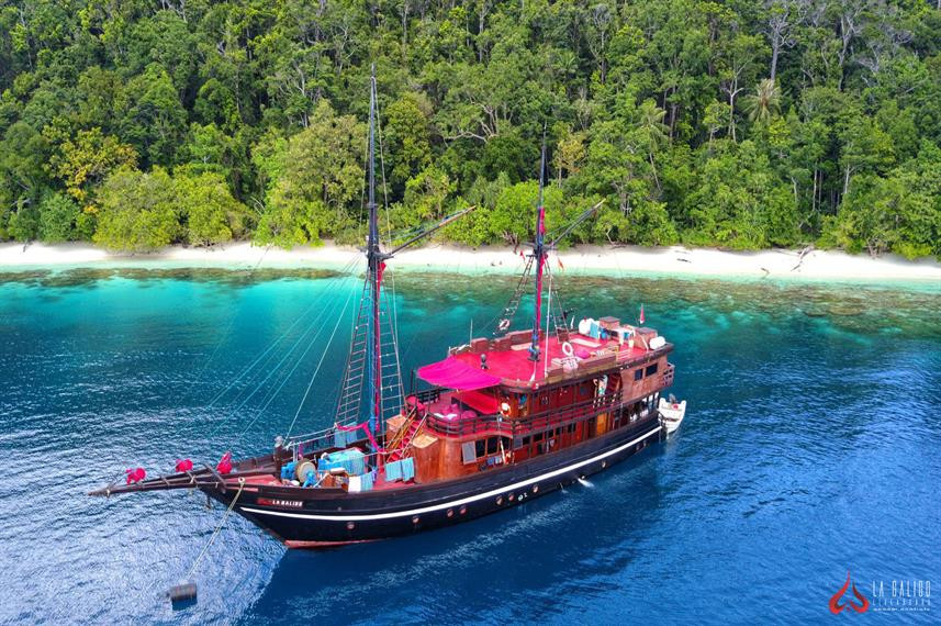 la-galigo-liveaboard-indonesiaw857h570cr