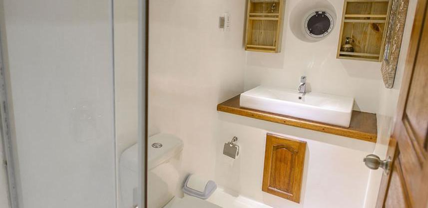 surfstandardcabinbathroomw857h570crwidth