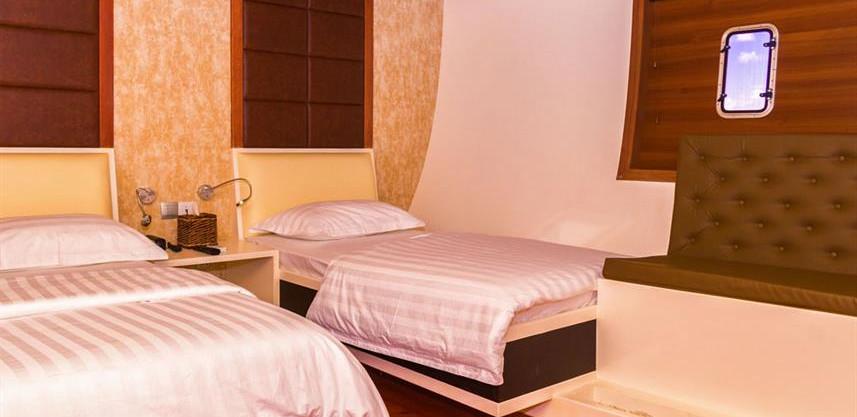 adora-liveaboard-maldives-standard-roomw
