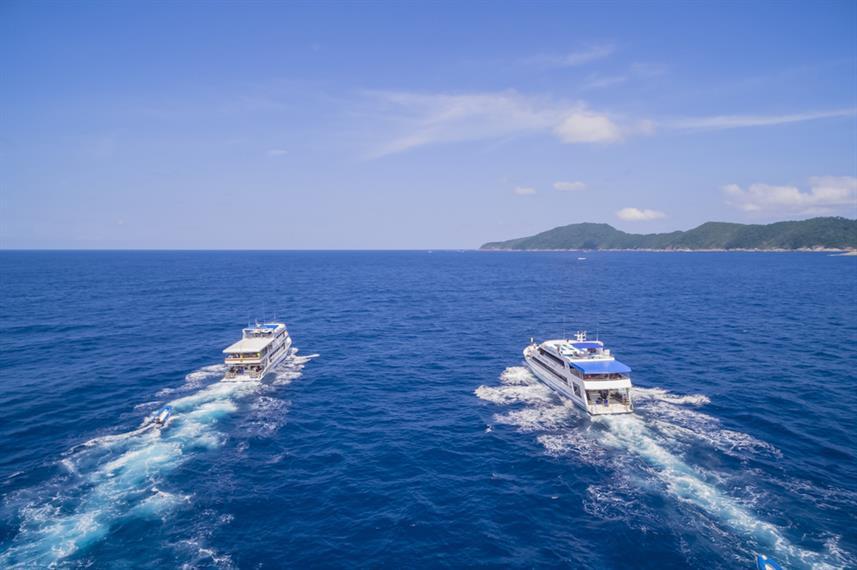 2_Boats_3w857h570crwidth857crheight570.j
