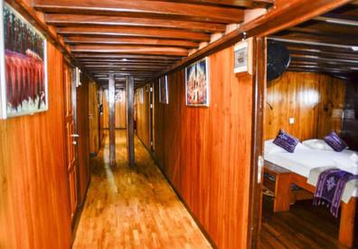 amira-lower-deckw857h570crwidth857crheig