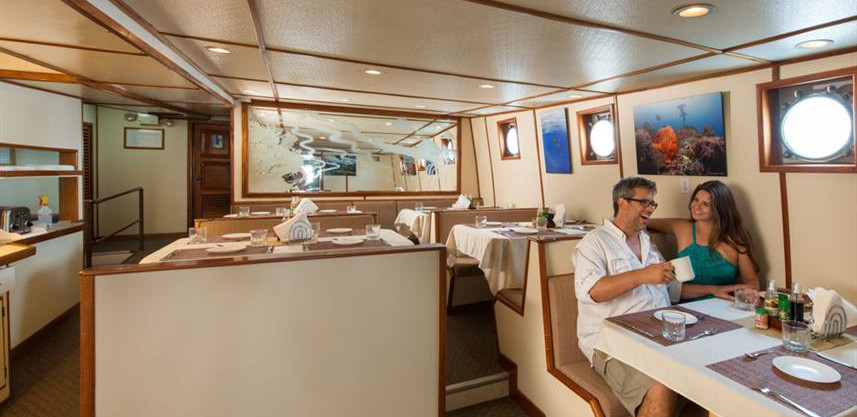 sea-hunter-diningw857h570crwidth857crhei
