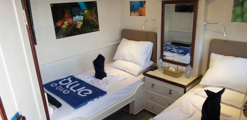 blue_voyager_twin_cabin_1_high_resw857h5