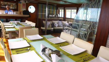 dining-table-humboldt-explorer-galapagos