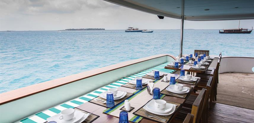 honors-legacy-liveaboard-outdoor_diningw