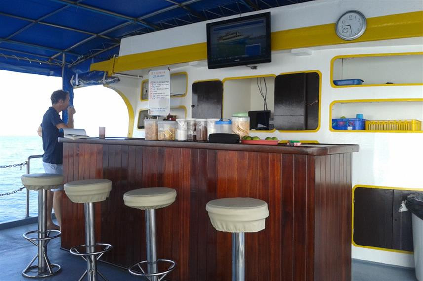 upper-deck-breakfast-barw857h570crwidth8