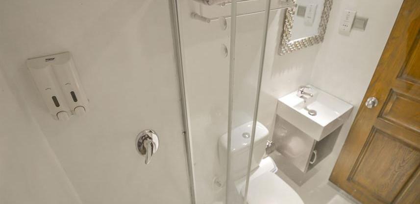sea_maindeck_doublebathroomw857h570crwid