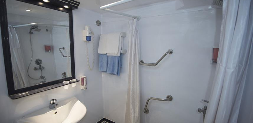 main-deck-twin-beds-cabin-ensuite-2---di