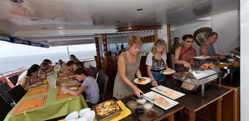 restaurant-buffetw857h570crwidth857crhei