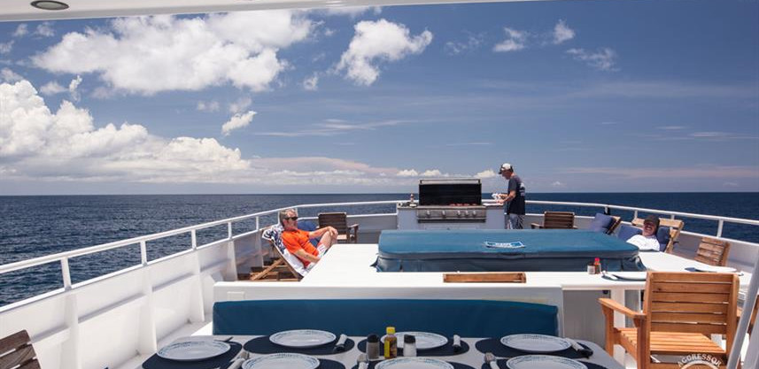yacht-roatan38w857h570crwidth857crheight