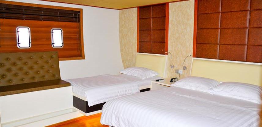 adora-liveaboard-maldives-standardroom2w