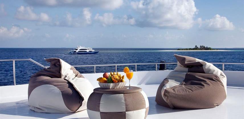 conte-max-liveaboard-maldives-sundeckw85