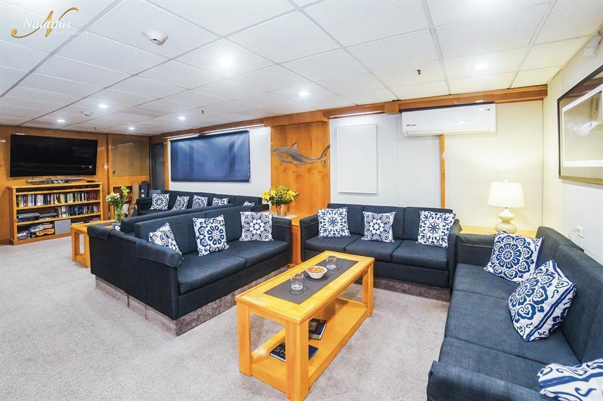 belle-amie-lounge-001w857h570crwidth857c