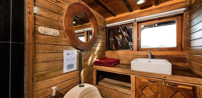 master-cabin-bathroom-1w857h570crwidth85