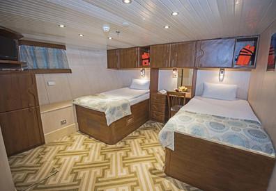 lower-deck-cabin---forepeek1w857h570crwi