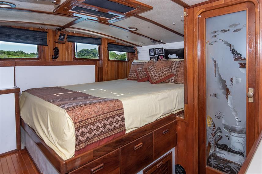 aft-cabin-berth--door-to-headw857h570crw