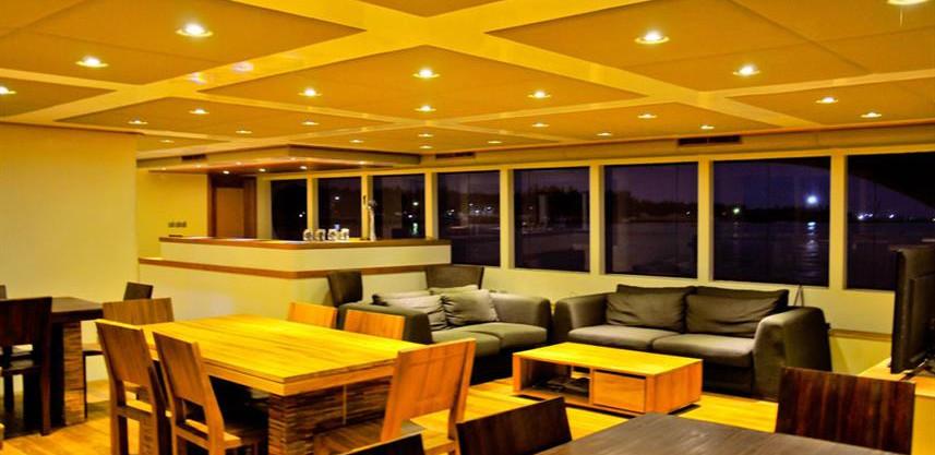 adora-liveaboard-maldives-salon2w857h570