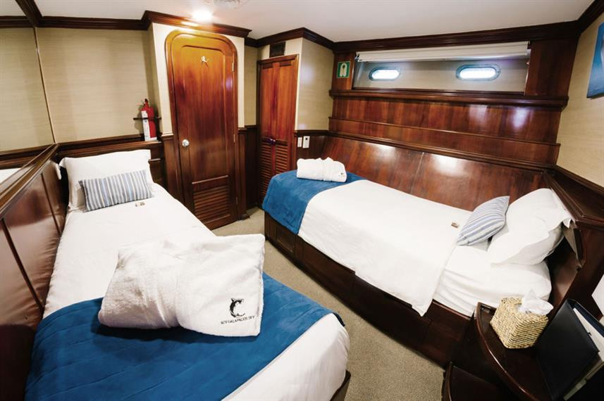 galapagos-sky-liveaboard-deluxe-cabinw85