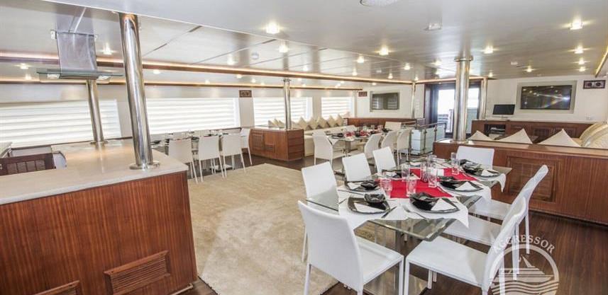 maldives-yacht2w857h570crwidth857crheigh