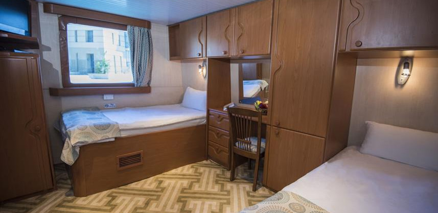 main-deck-twin-beds-cabin---disable-frie