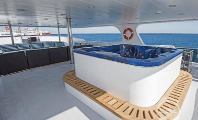 maldives-yacht11w857h570crwidth857crheig