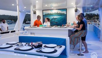 yacht-roatan33w857h570crwidth857crheight