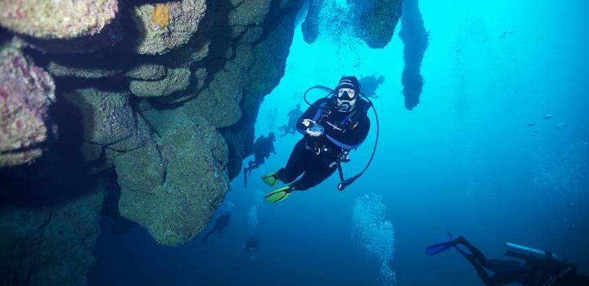 Belizebluehole3w857h570crwidth857crheigh