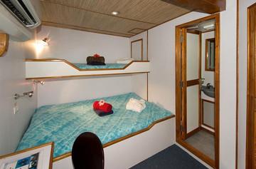 ocean-hunter-iii-deluxe-cabins-3-4-6w857