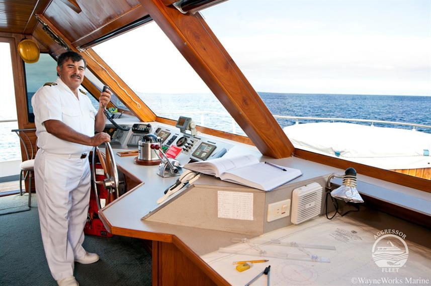 galapagos-yacht19w857h570crwidth857crhei