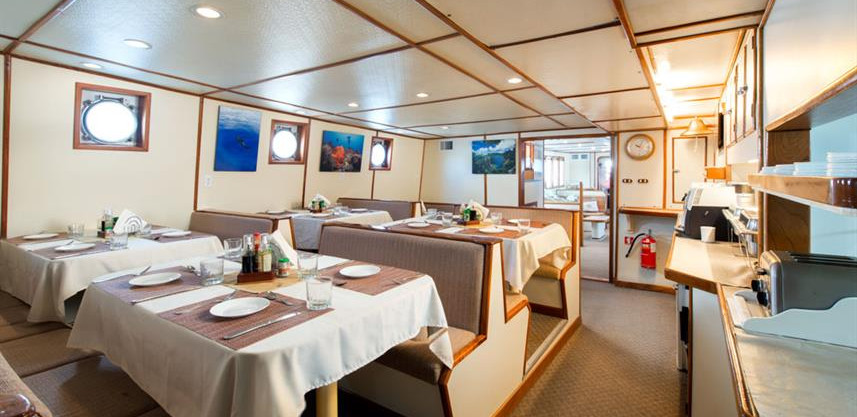 sea-hunter-dining2w857h570crwidth857crhe