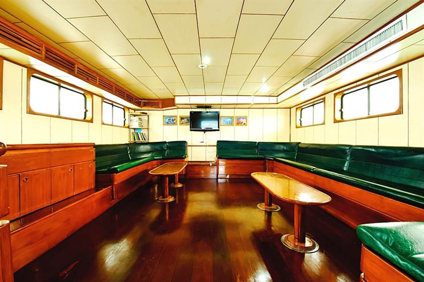 indoor-saloon1w857h570crwidth857crheight