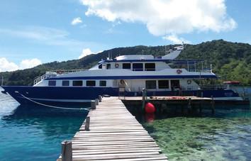 spirit-of-niugini-liveaboard-dockingw857
