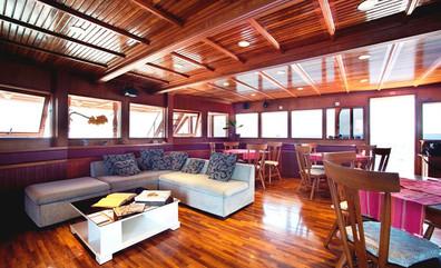 conte-max-liveaboard-maldives-indoorsalo
