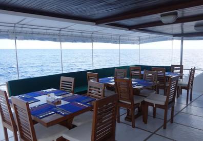 dining-deckw857h570crwidth857crheight570