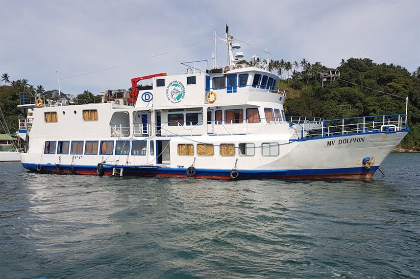 dolphin-philippines-liveaboard-1w857h570