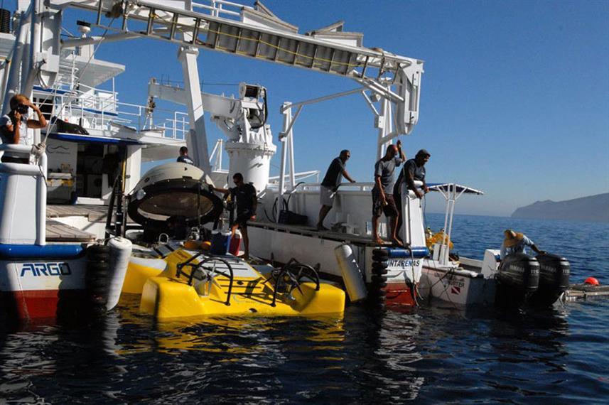 mv-argo-and-deepsee-undersea-hunter--1-w