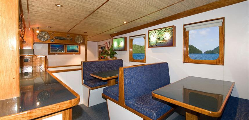 ocean-hunter-iii-dining-room-3w857h570cr