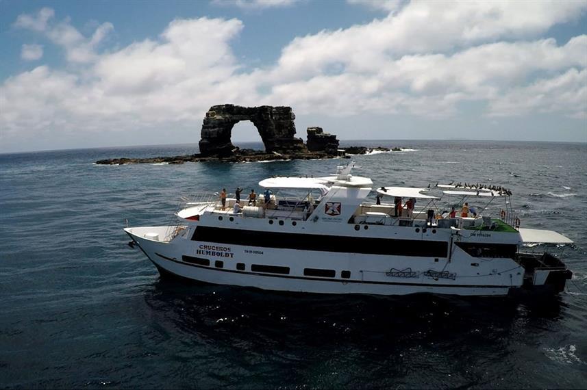 vessel-port-darwins-arch-humboldt-explor