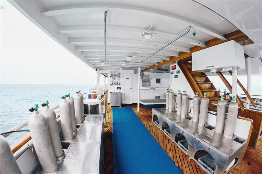 galapagos-sky-liveaboard-divedeckw857h57